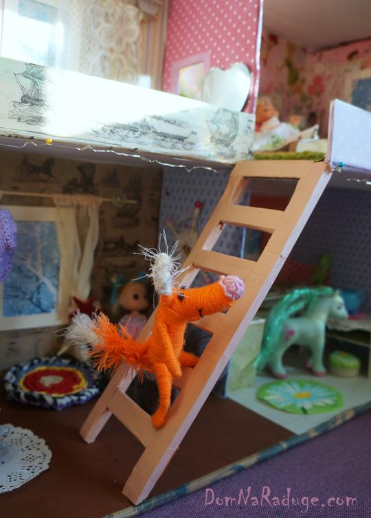 самодельный кукольный домик из картона - лестница