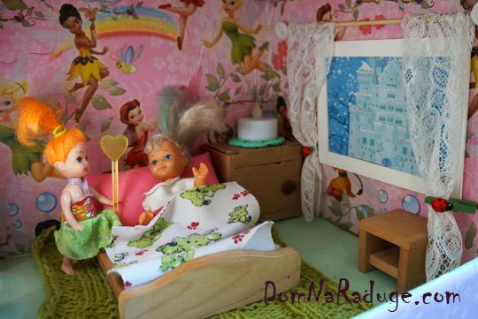 самодельный кукольный домик из картона - спальня