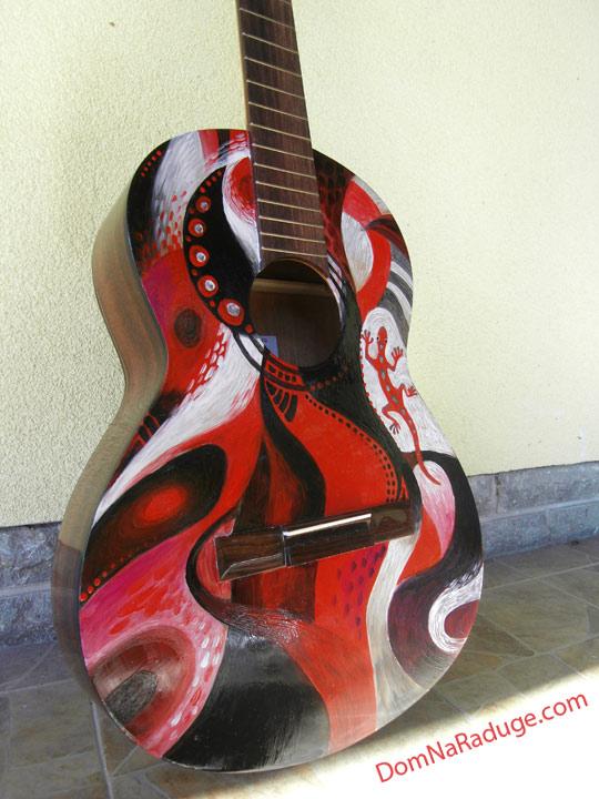 продается расписная гитара