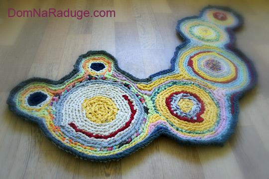 бабушкин коврик: веселая гусеничка