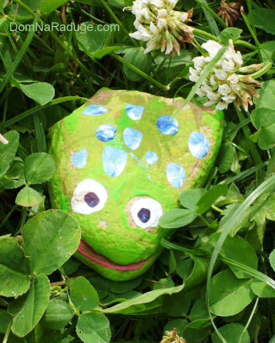 разрисованные камушки - жабка