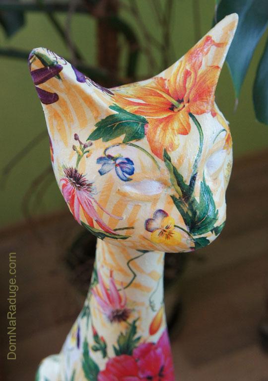 цветочный декупаж - фигурка кошки