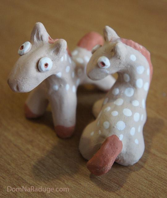 глиняные лошадки