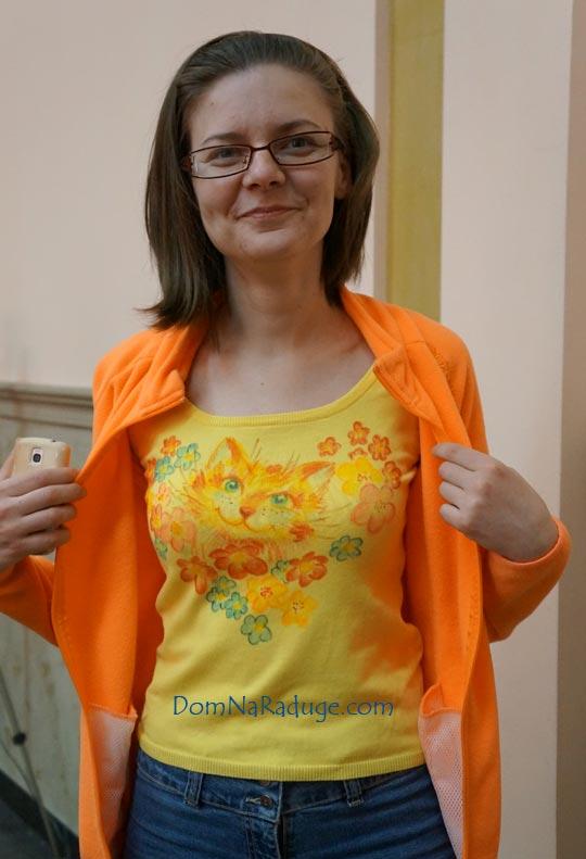 женская футболка, рисунок - кошка в цветах