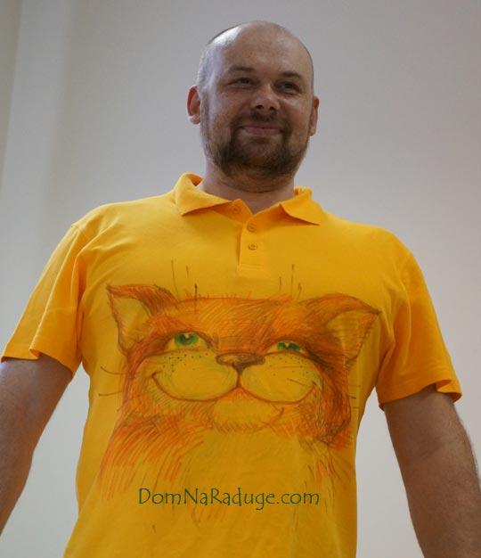 рисунок на мужской футболке - рыжий кот