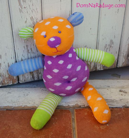 игрушка из разноцветных носков - медведь