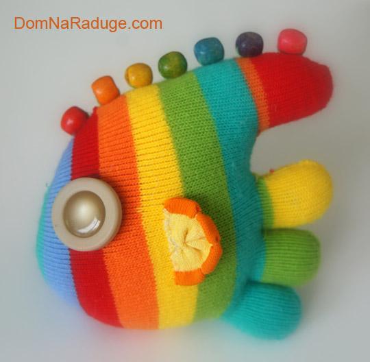 игрушка из носка с пальчиками - рыбка