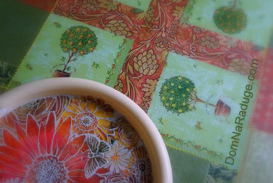 задекупаженный столик - скатерть из салфеток