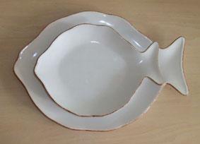 белые керамические тарелки