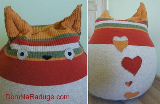 Тоторо: кресло-мешок из старого свитера