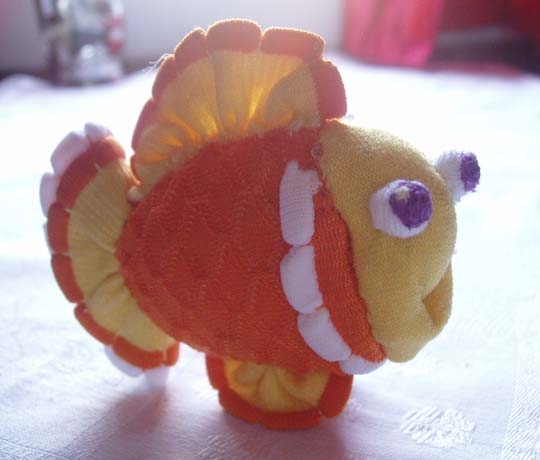 Золотая рыбка - игрушка из носков