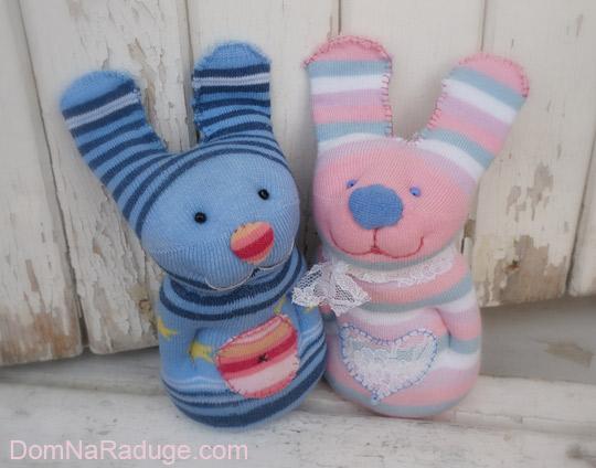 Зайцы - игрушки из носков