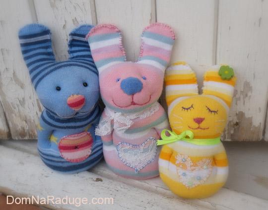 игрушки из носков - зайцы
