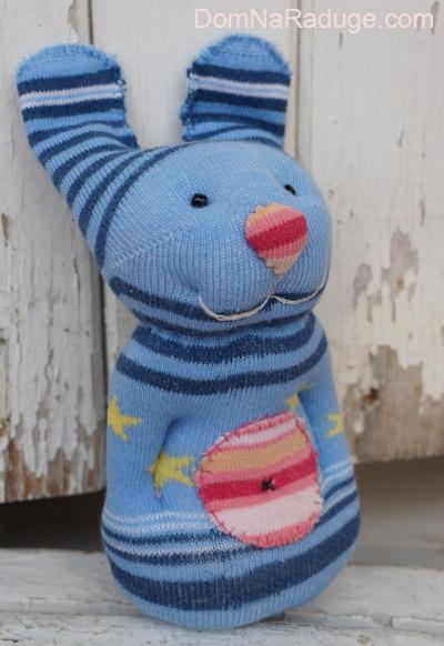 Заец - игрушка из носка
