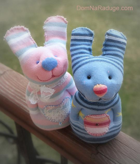 игрушки из носков - зайчики